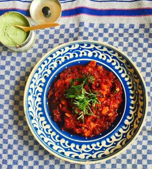 Würziges Rote Beete Tomaten-Ragout mit Schabzigerklee