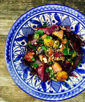 Süßkartoffelsalat mit Rosenkohl und Schwarzkümmel
