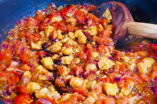 Tomatensauce mit Kaki und Zimt